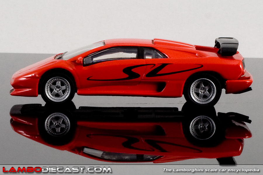 The 1 64 Lamborghini Diablo Sv From Kyosho A Review By Lambodiecast Com