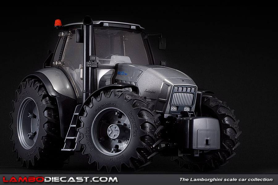 The 1 16 Lamborghini Tractor R8 270 Dcr From Bruder A